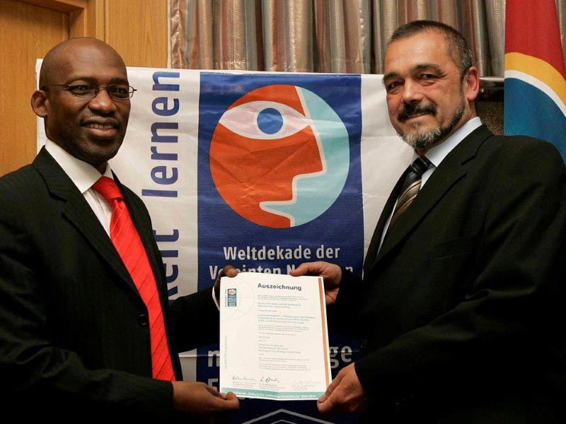 Unesco award handed to Prof. Thandwa Mthembu, Vice-Chancellor and Principal by Prof. Ulirich Holzbaur, Visiting CUT Professor.