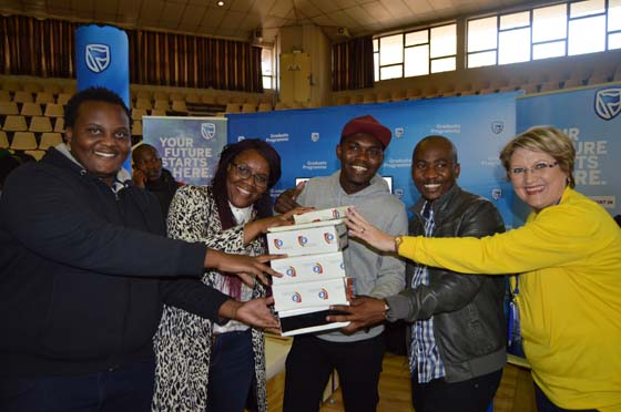 STANDARD BANK - BEST STALL CAREER FAIR 2017 (4)